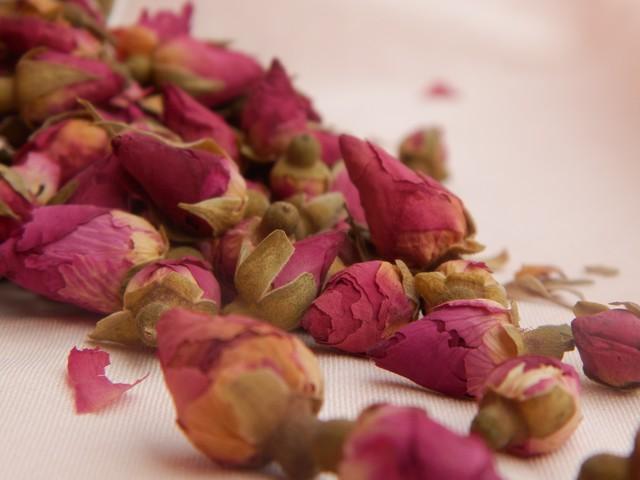 Boutons de roses séchés